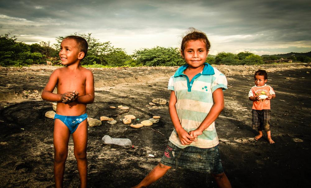 children-popoyo-beach-nicaragua