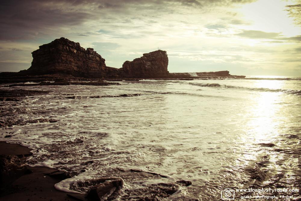 magnificrock.popoyo.nicawaves.nicaragua.beach