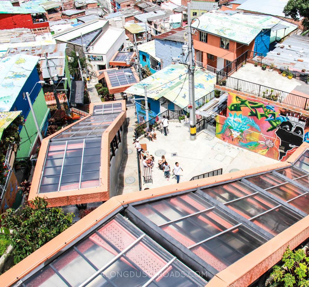 comuna 13 medellin escalators