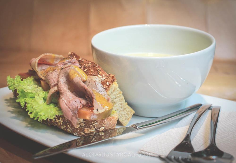 sandwich cafe velvet medellin colombia