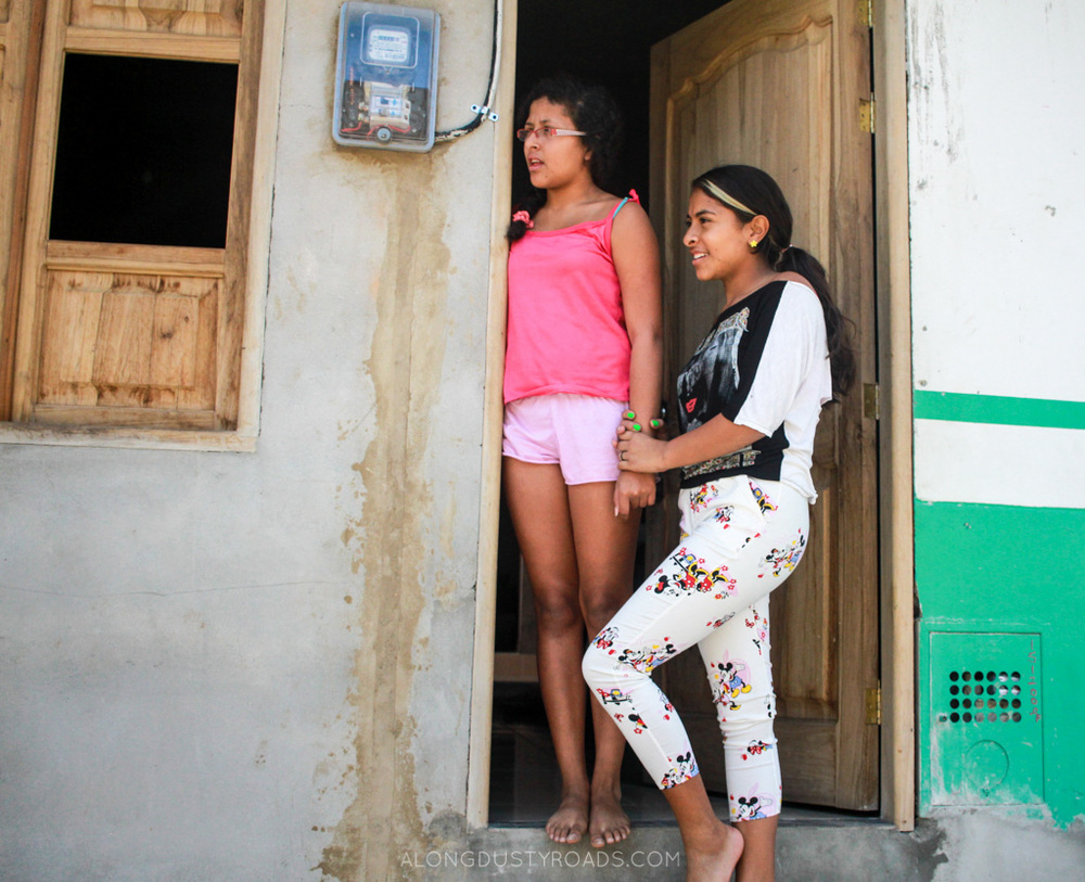 girls in the doorway jardin colombia