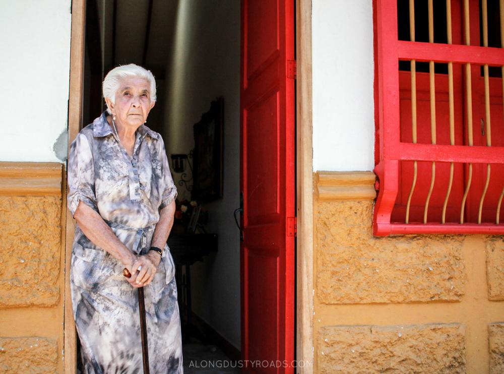 old woman jardin colombia