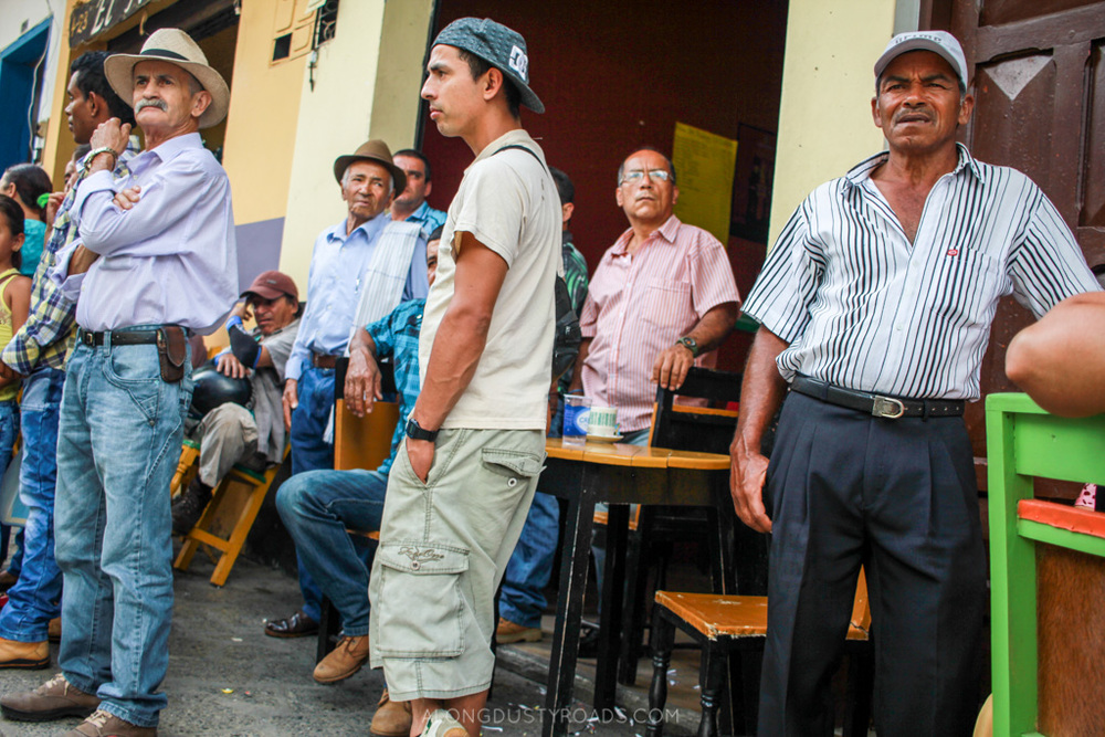 watching the trucks jardin colombia