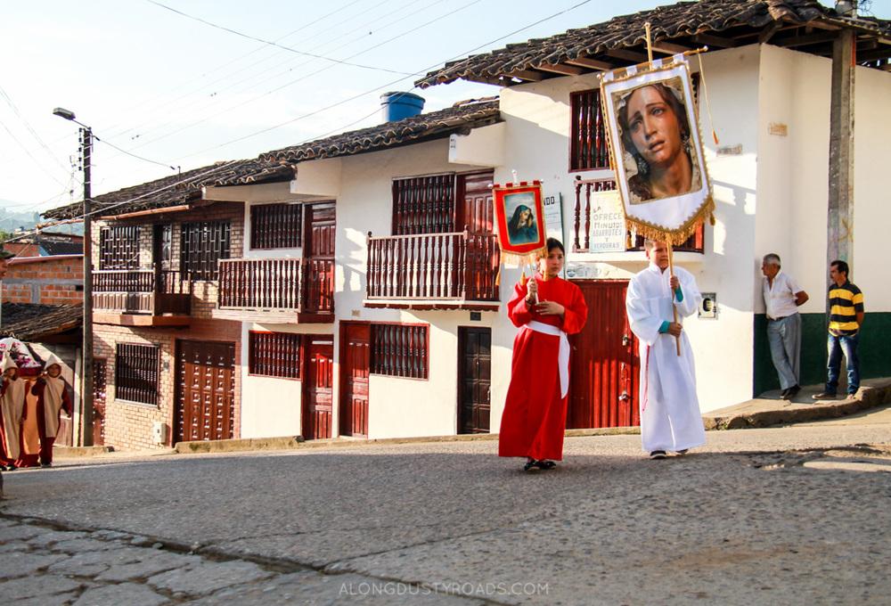 semana santa, procesion de los niños, san agustin, colombia