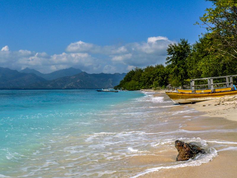 Beautiful Beach || Yeowatzup