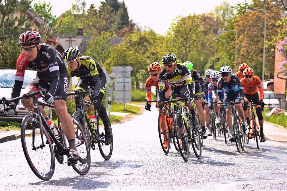 cycling-1555983_1280.jpg