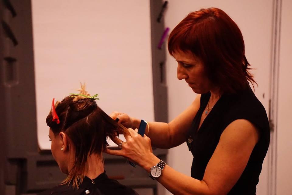 Grace Vega razor cutting demo.