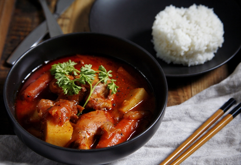 Daktoritang 닭도리탕 (Korean Spicy Chicken Stew) Photos © Suzanne Spiegoski