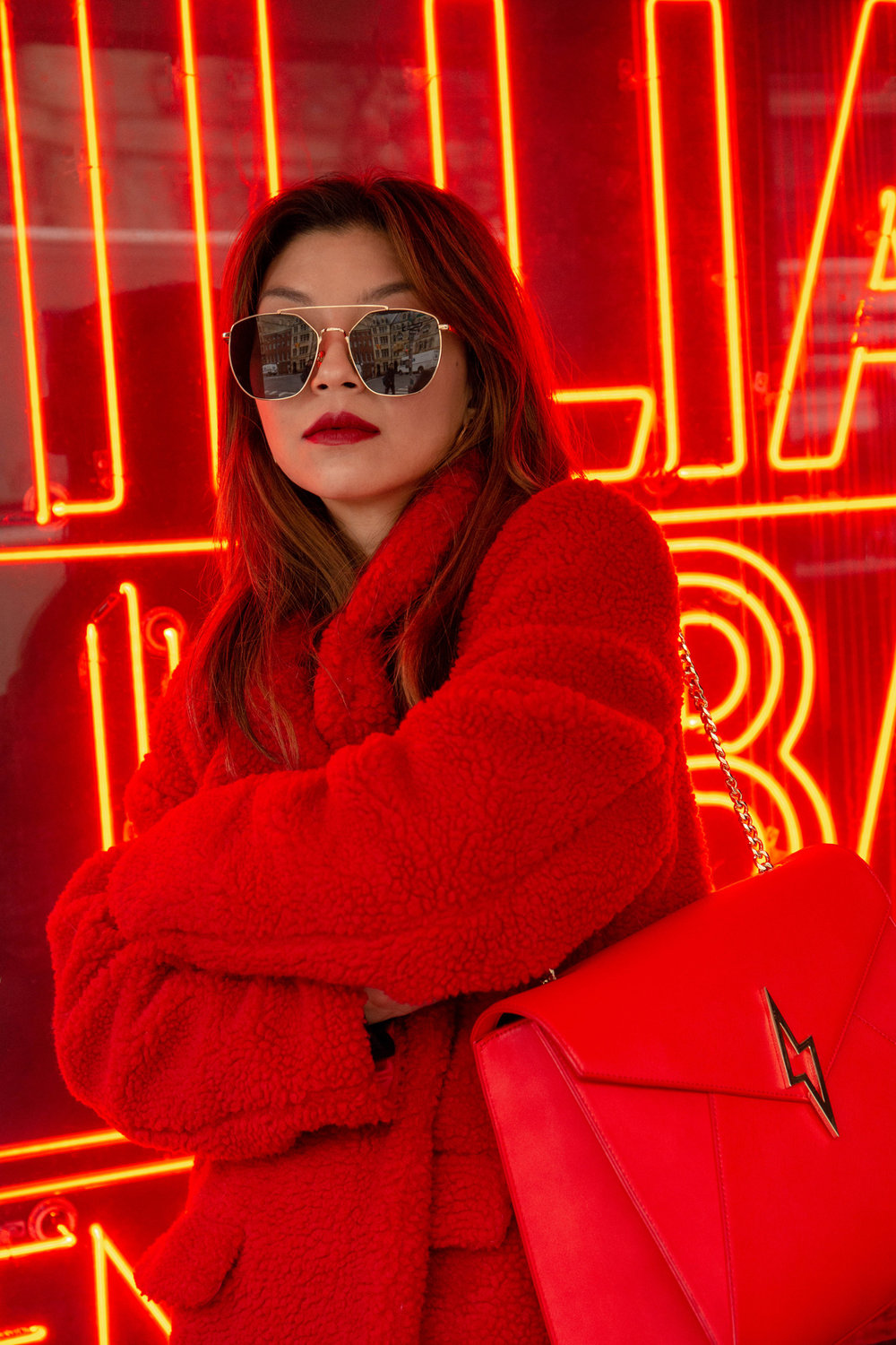 Red monochrome look
