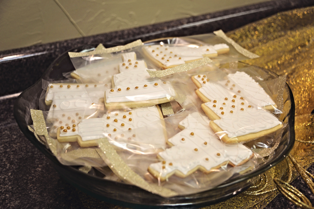 The tea cake cookies all packaged for each person to take as a favor on the way out.