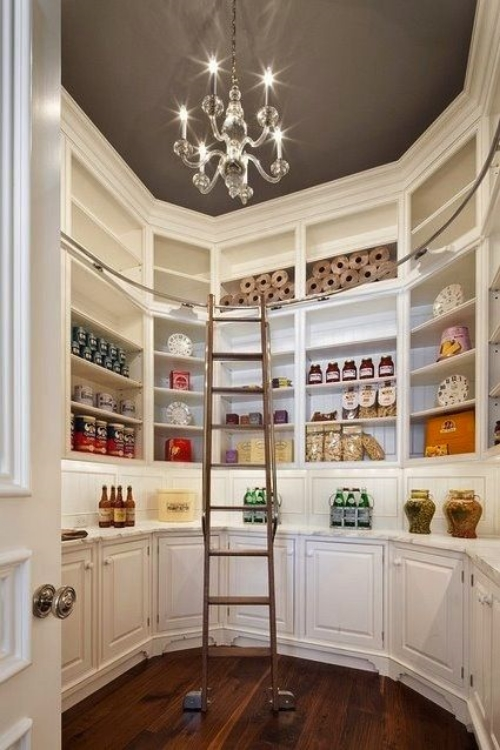 a girl can dream right?! Love this pantry!