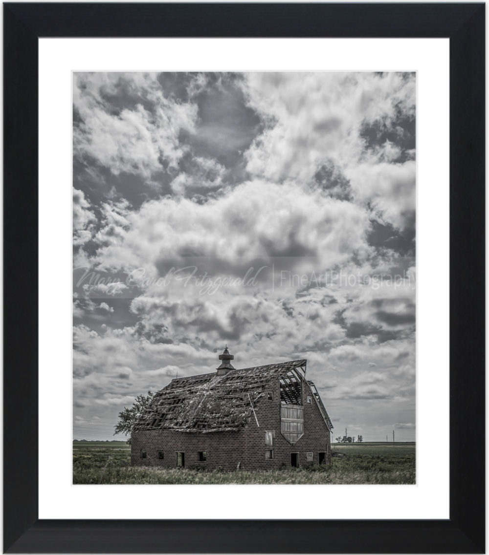 Iowa_Brokedown-Barn_9689_52x46 (Black Frame).png