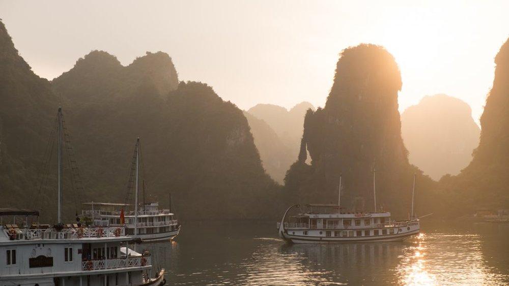 Vietnam-Halong-Bay_5437-1024x577.jpg