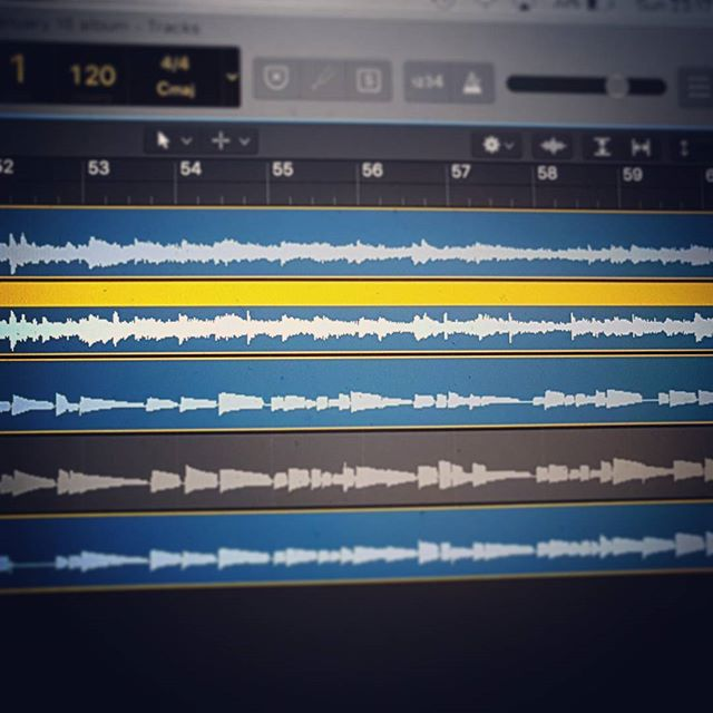 Having a fun late night recording session ahead of next week's session with @signemusicno. It's going to be a good one!  #bassguitar #logicprox10 #homerecording #sessionmusician #yamahabass #markbass