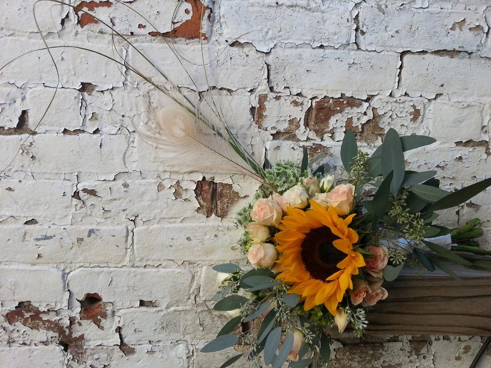 sunflower_feather_bouquet_wedding
