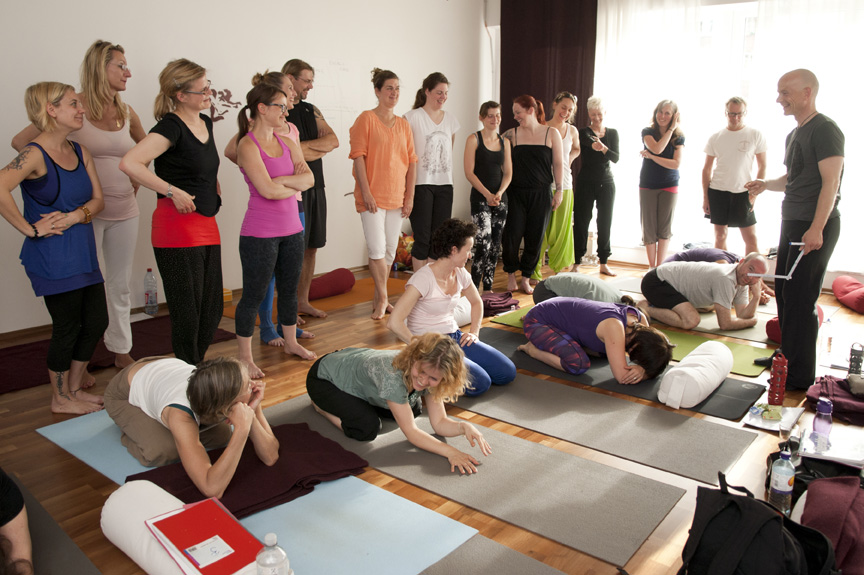 Yin Yoga & Anatomy Teacher Training I in Flying Yogi Hamburg