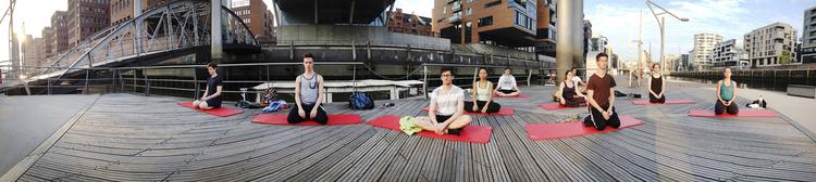 Hafencity Yin Yoga Class.jpg