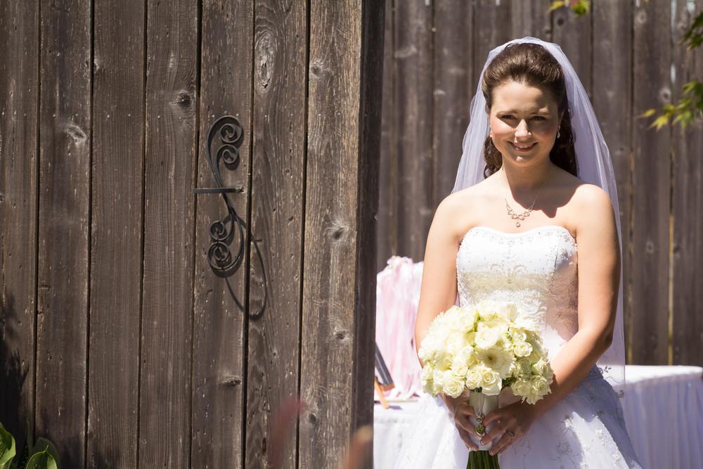Kendall wore a beautiful Oleg Cassini  wedding dress.