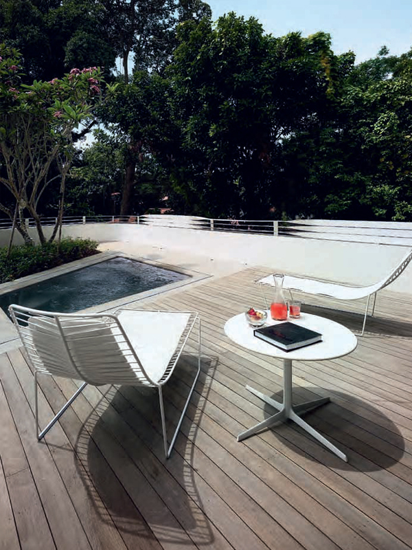 Leaf chaise lounge outdoor west out east for Giardino 54 nyc