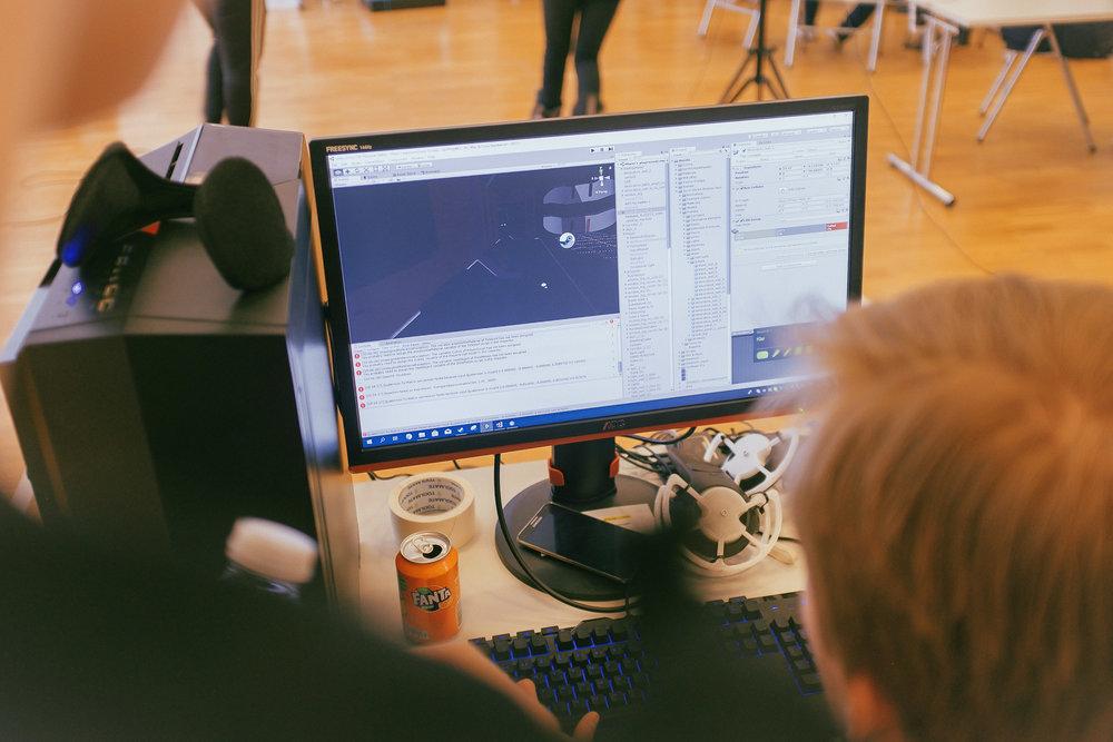 gameCollege_lucas-adler-virtual-reality-testing.jpg