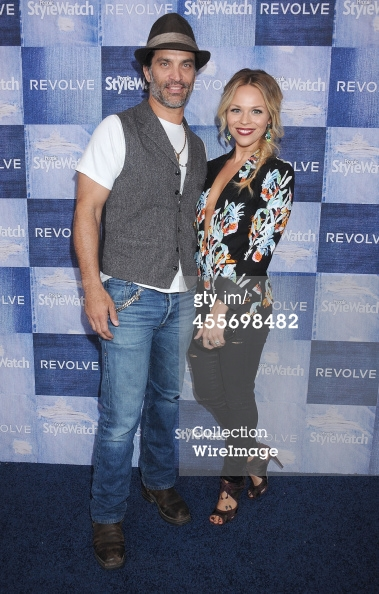 455698482-actor-johnathon-schaech-and-wife-julie-gettyimages.jpg