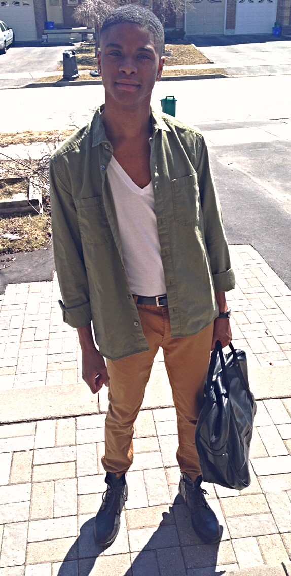 Button up: H&M, V-Neck: American Apparel, Chinos: TopMan, Combat boots: Steve Madden, Bag: French Connection
