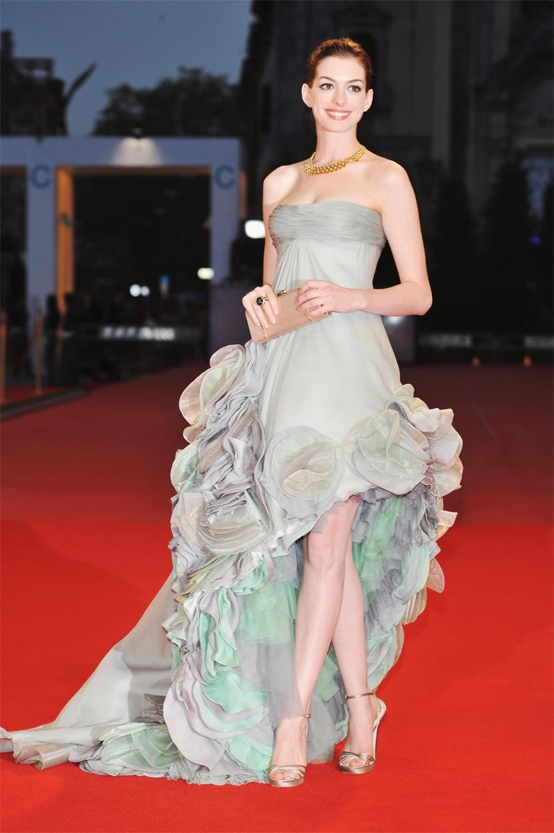 07-Anne-Hathaway-Red-Carpet_130716169876_jpg_gallery_max.jpg