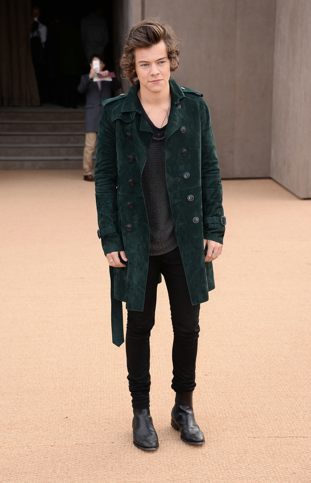 Harry-Styles-wearing-Burberry-at-the-Burberry-Prorsum-Womenswear-Autumn_Winter-2014-Show-in-London.jpg
