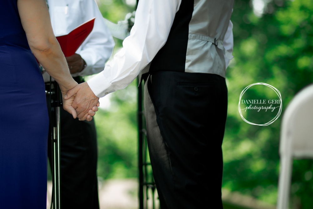 Buffalo, Minnesota Wedding Photographer, Holding hands
