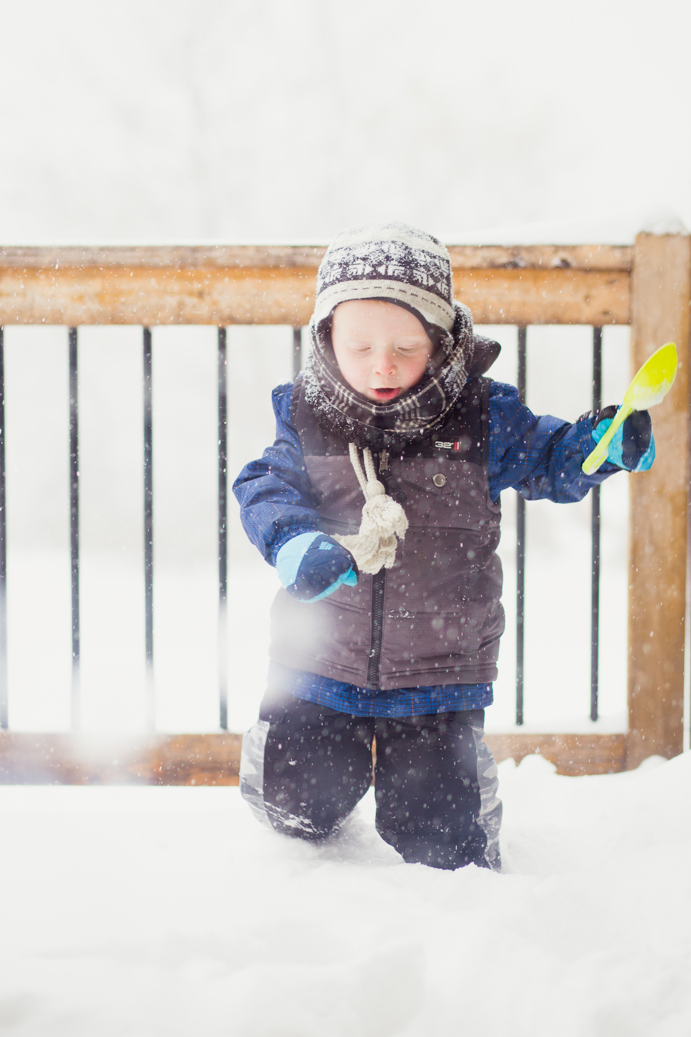 Minneapolis, Minnesota Family Lifestyle Photographer, Winter Photo, Child Playing