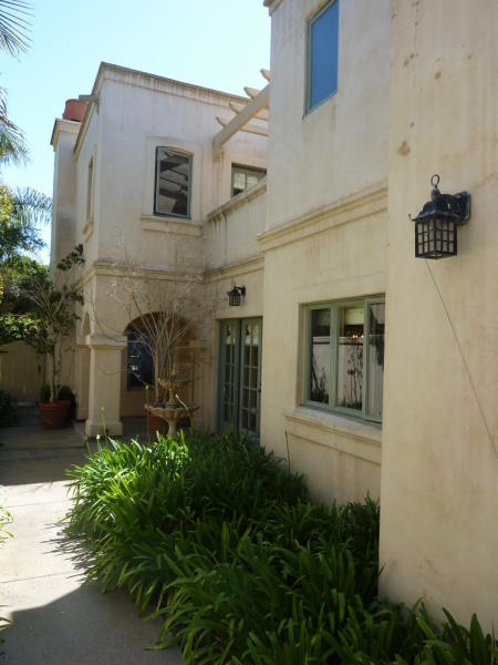 Montecito Townhouse Near Beach - $895,000