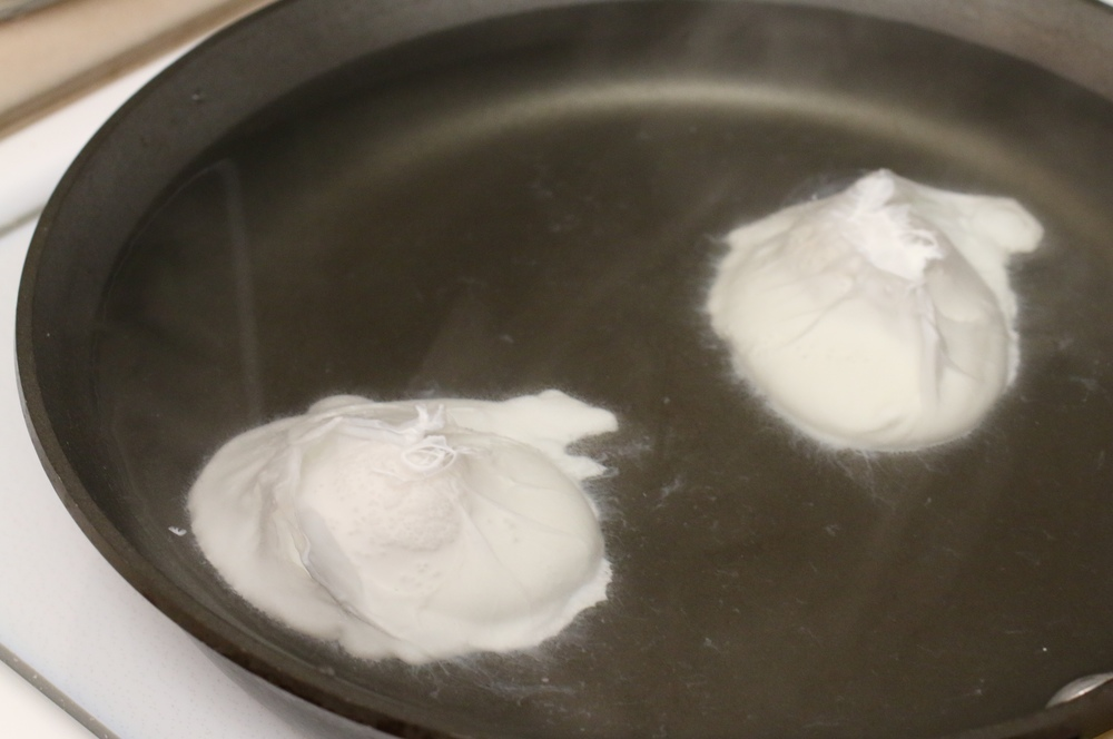 The Easiest 5-Minute Foolproof Poached Eggs | www.barbellsandbaking.com