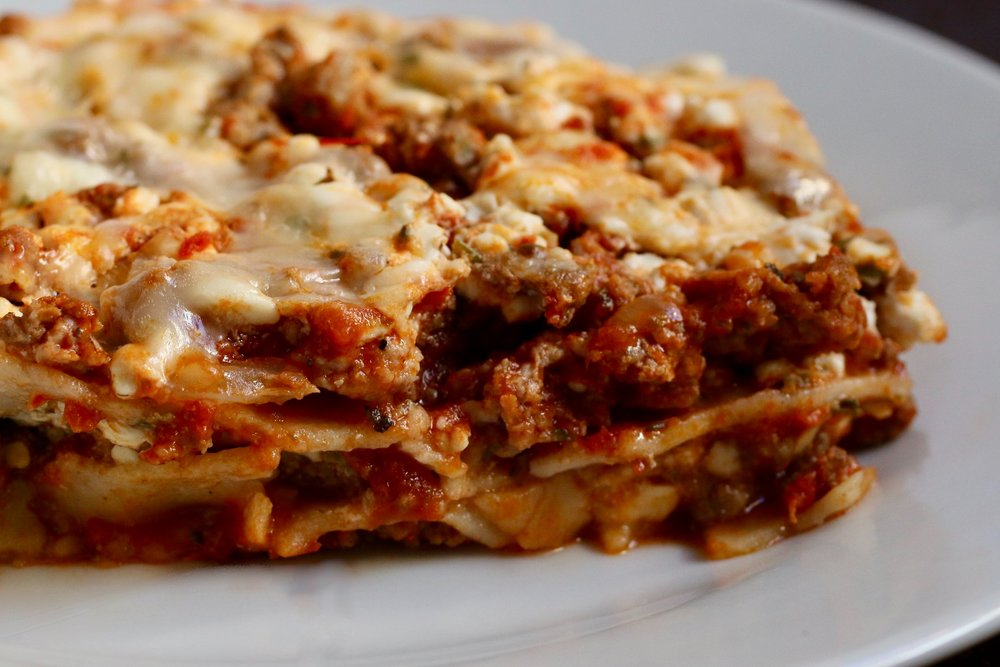 Gluten Free Italian Sausage Lasagne - Gluten Free Noodles or Zucchini Noodles Option - www.healthymamaspace.com