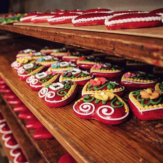 Sl❤️venia. These are too pretty to eat. . These gingerbread cookies are a grand tradition in Slovenia. I stopped in at the Gostilna Lectar Gingerbread workshop in Radovljica and just could not bring myself to bite into one of these. I mean, I feel like I should decorate with them. . If you find yourself heading to Slovenia grab some cookies and spread the love. We all need it. ❤️🧡💛💚💙💜🖤 . . . . #slovenia #slovenia🇸🇮 #slovenia_ig #gingerbread #lectar #radovljica #feelslovenia #igslovenia #slovenija #ifeelslovenia #slovenianexplorer #cleverdeverwherever #heart #love #cookies #cookiesofinstagram