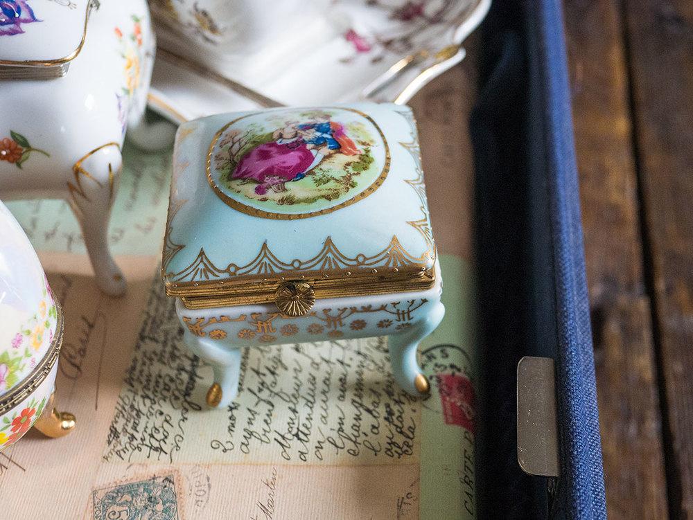 Vintage trinket candle