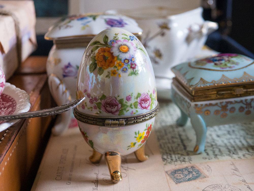 Vintage egg candle