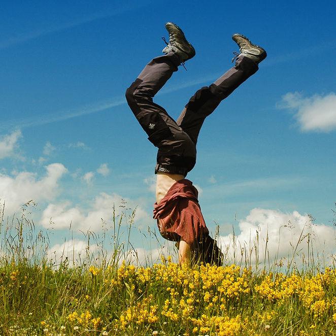 Lee-handstand.jpg