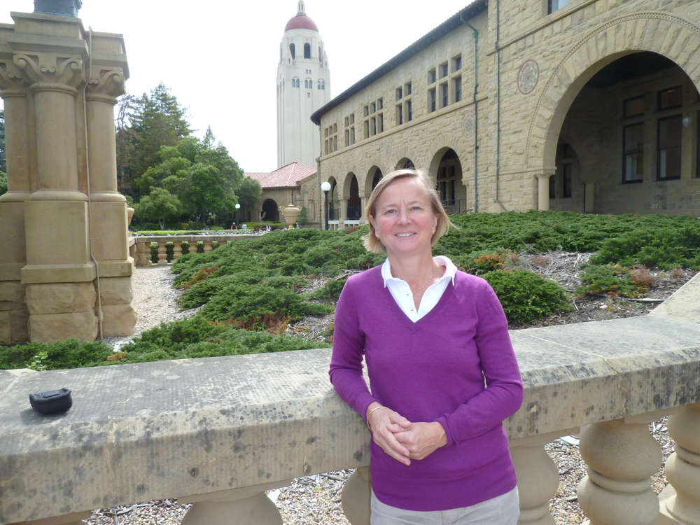 Anne Lidgard outside the Wallberg Hall at Stanford University (Photo: Vinnova)