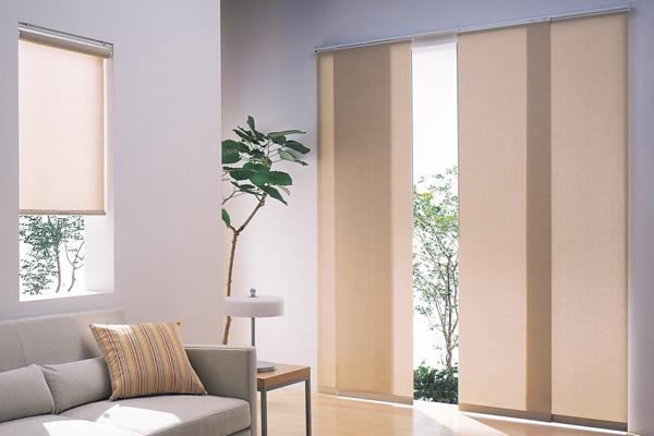 los paneles deslizantes ofrecen una solucin simple verstil y elegante ideal para puertas de patio puertas corredizas de vidrio o grandes ventanales