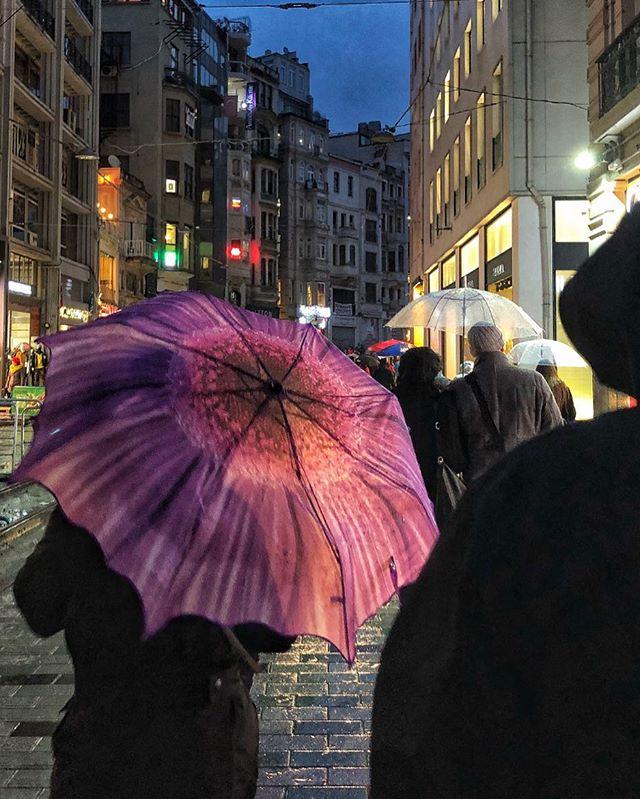 ليلة ممطرة في شارع الاستقلال!  Rainy night  #iPhone