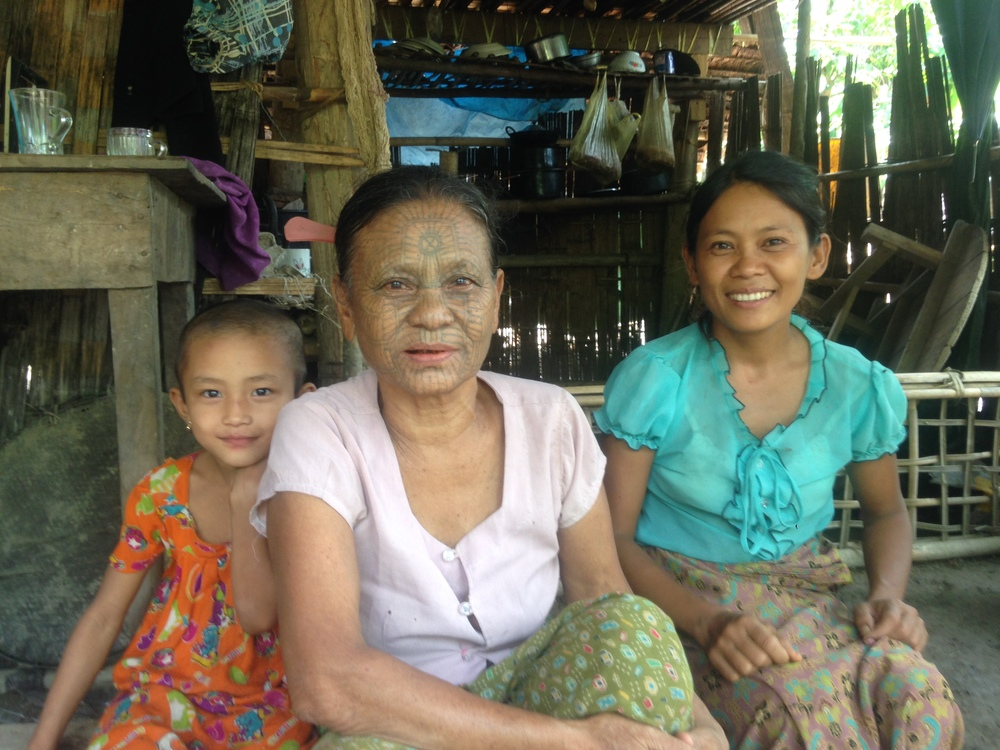 A tattooed LeTu woman with her daughter and granddaughter.