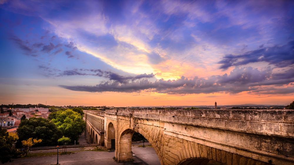 Coucher de soleil sur l'aqueduc romain de Montpellier