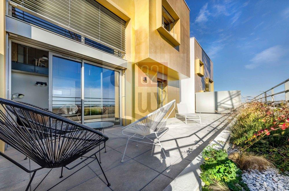 shooting immobilier villa sur le toit port marianne montpellier cl ment cousin. Black Bedroom Furniture Sets. Home Design Ideas