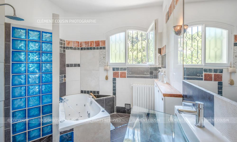 Sotheby's villa sète piscine terrasse-11.jpg
