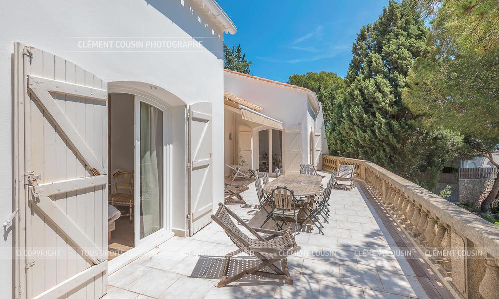 Sotheby's villa sète piscine terrasse-7.jpg