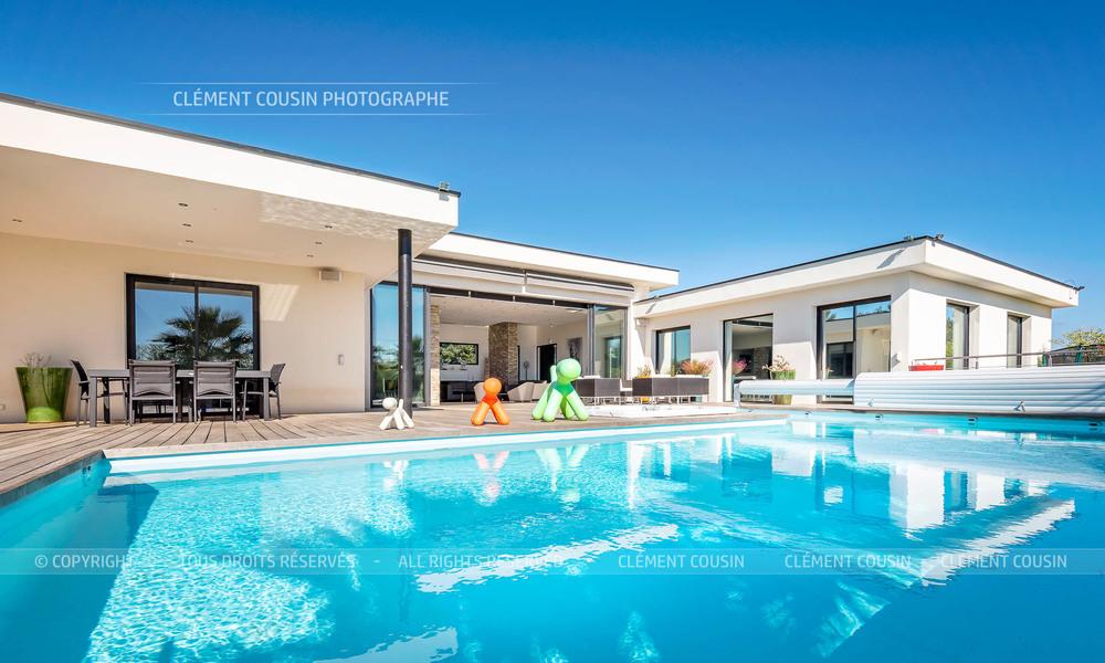 Shooting immobilier villa contemporaine sur les hauteurs for Maison moderne nimes