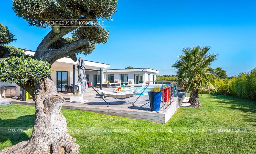 Sothebys-villa nimes-moderne-piscine-4.jpg
