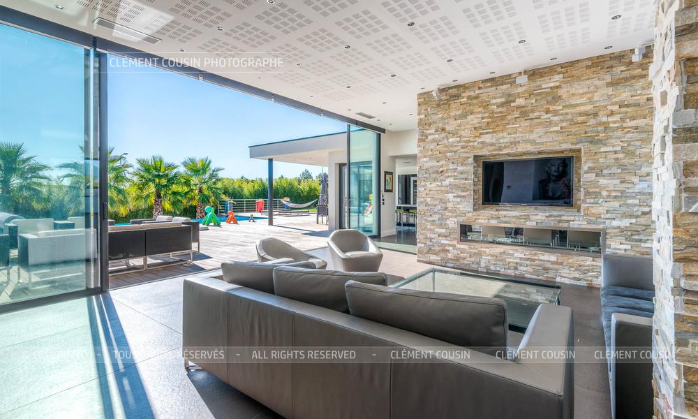 Sothebys-villa nimes-moderne-piscine-5.jpg