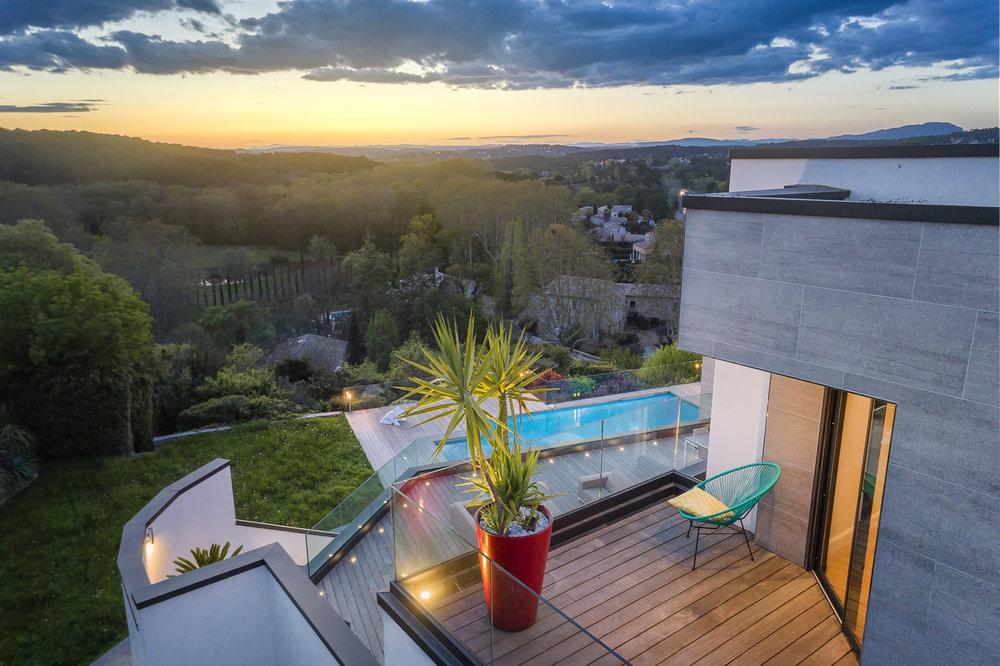 Sotheby's-Villa hauteurs Castelnau drone crépuscule-3.jpg