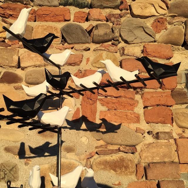 Flock of digital migratory birds directed  to Affordable Art Fair Maastricht #3dprinting #birdattack #lowpoly #design #filippolosilab #galleriaillepre #geometric #design #aafnetherlands